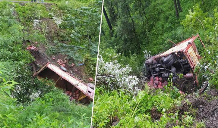 Gas Cylinder की सप्लाई लेकर जा रहा एक Truck हिमाचल में हुआ हादसे का शिकार