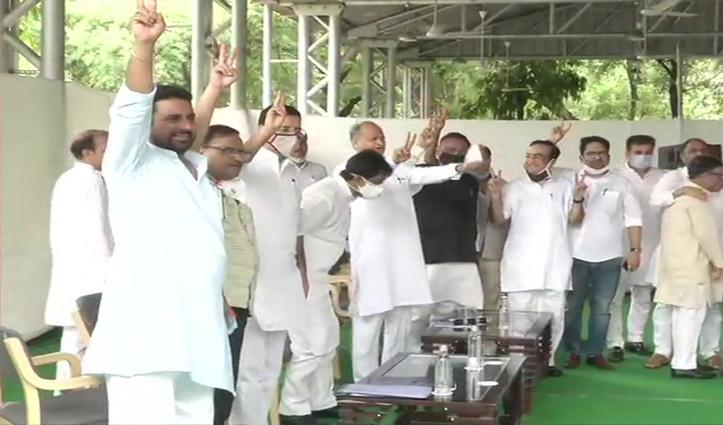 Rajasthan: विधायक दल की बैठक में गहलोत के समर्थन में प्रस्ताव पास , सचिन को मनाने जुटी प्रियंका