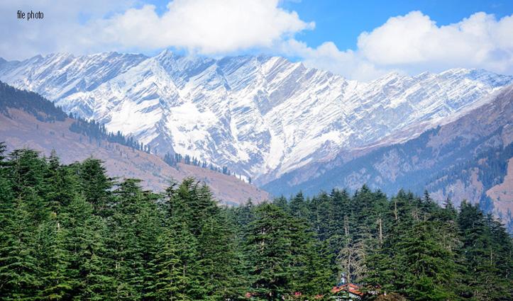 Kullu में बदला मौसम : Rohtang में हल्की बर्फबारी, निचले इलाकों में बारिश