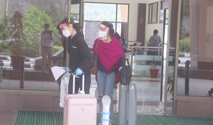 तीन माह बाद दिल्ली से उड़ान भरकर पहुंचे Kullu, आते ही हो गए Institutional Quarantine