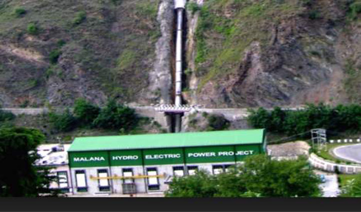 बरसात से आ गई गाद, Himachal के इस Power Project ने छोड़ा है पानी, संभल कर रहना