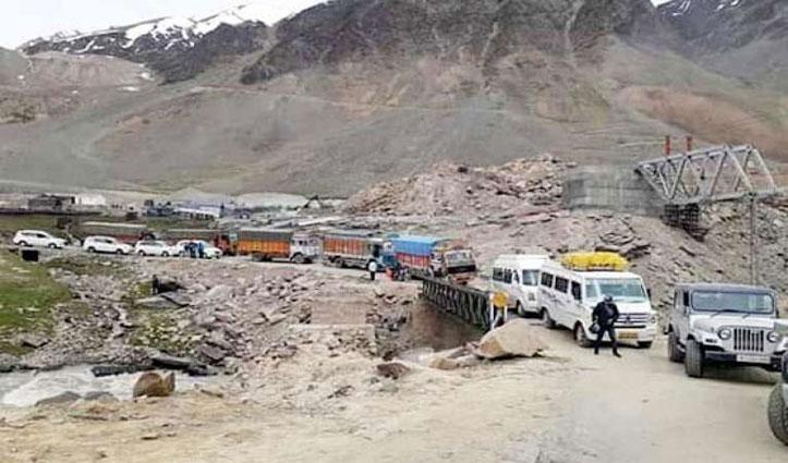 भारत-चीन विवाद के बीच Manali-Leh Road पर भारी वाहनों की आवाजाही पर रोक