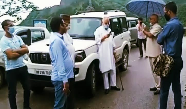 पांच घंटे बंद रहा जोगेंद्रनगर-सरकाघाट मार्ग , पूर्व मंत्री गुलाब सिंह ठाकुर भी फंसे