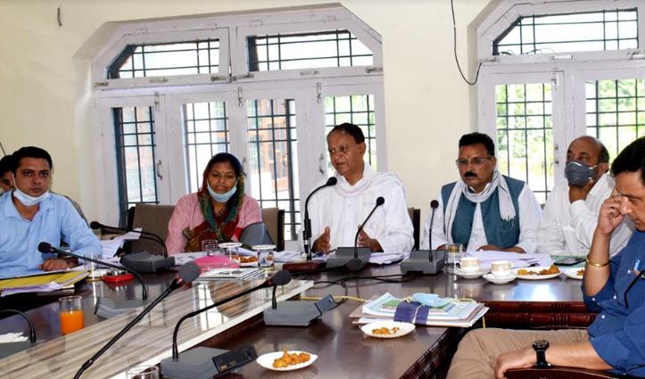Mandi: बल्ह में विभागों के पास पड़ी है 70 करोड़ की अनखर्ची राशि, समीक्षा बैठक में हुआ खुलासा