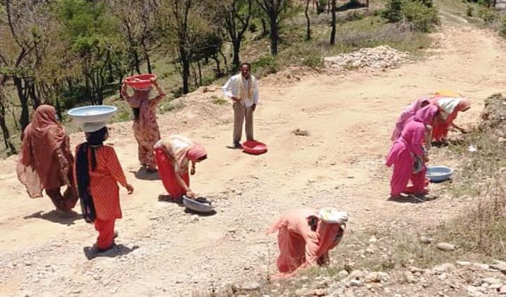 हिमाचल का ये जिला बना MGNREGA का Role Model, 71 प्रतिशत कार्य दिवस महिलाओं ने किए सृजित