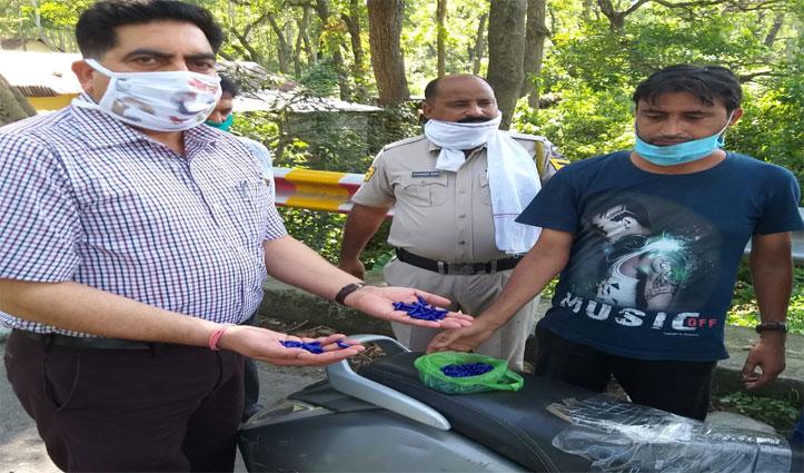 Paonta के बहराल में नशे के सामान के साथ धरा स्कूटी चालक