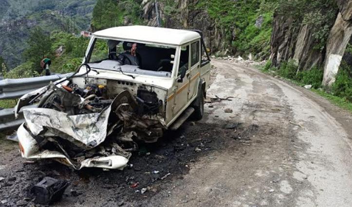 Rampur में चलती गाड़ी पर गिरा पत्थर, अंदर बैठे थे चार लोग-पढ़ें पूरा मामला