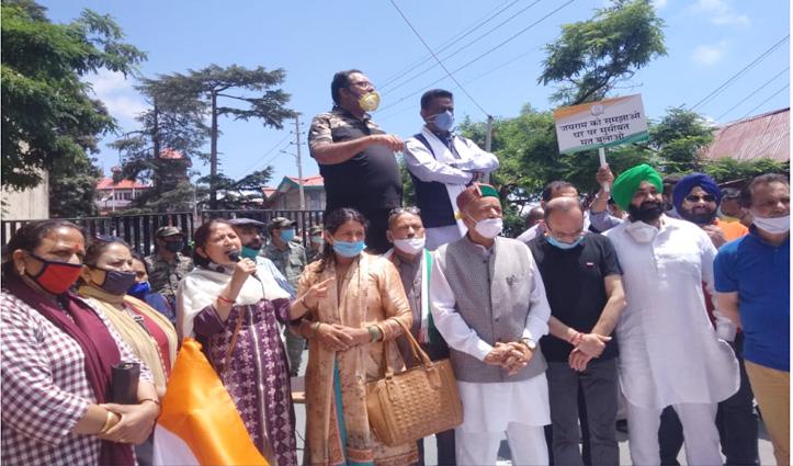 पर्यटकों के आगमन पर Congress का सचिवालय के बाहर प्रदर्शन, Rathore सहित दस के खिलाफ FIR