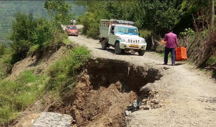जनेडघाट-यशवंतनगर मार्ग पर 4 माह से टूटी सड़क, नकदी फसलें Market पहुंचाने में आ रही मुश्किल