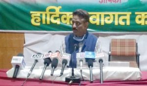Rathore का वार- मजबूती से पक्ष नहीं रख पाई जयराम सरकार, केंद्र के दबाव में खोली सीमाएं