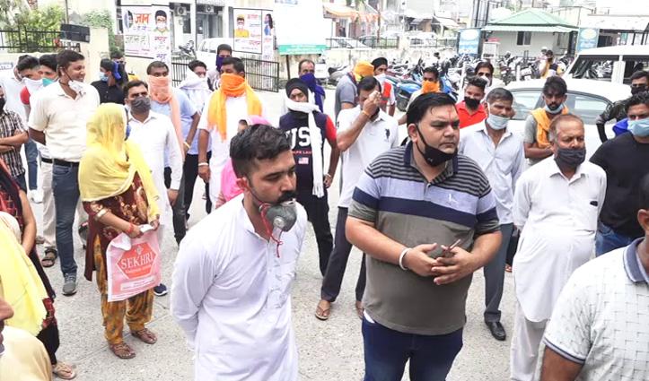 मुकेश के निशाने के बाद SHO के तबादले के विरोध में उतरी हरोली BJP, एसपी का घेराव