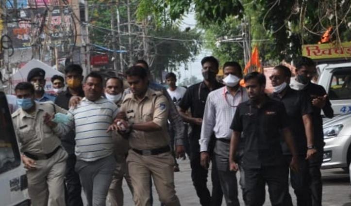 MP से कानपुर लाया जा रहा विकास दुबे: लखनऊ में पत्नी और बेटा हिरासत में लिए गए