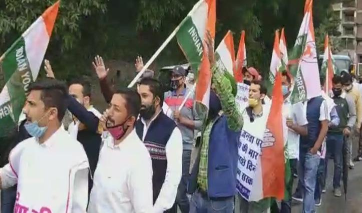 Bus किराया बढ़ोतरी के विरोध में आज दूसरे दिन भी राजनीतिक दलों ने किया प्रदर्शन, सौंपे ज्ञापन