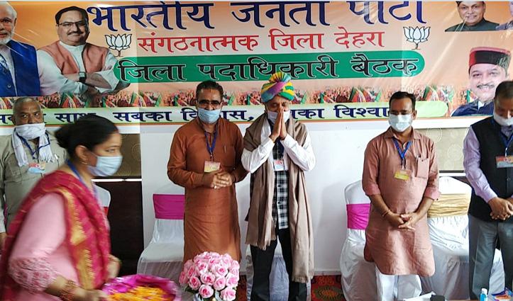 सीएम जयराम की मौजूदगी में Pawan Rana -Ramesh Dhawala ने साझा किया पार्टी का मंच