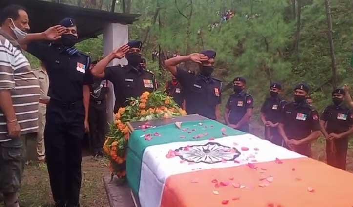 पुंछ में शहीद Hamirpur के लाल को नम आंखों से विदाई, चचेरे भाई ने दी मुखाग्नि