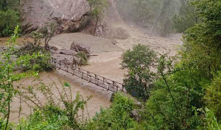 Kullu : गड़सा घाटी में फटा बादल, भारी मलबे और पानी से निहारगडू तीर्थ स्थान तबाह