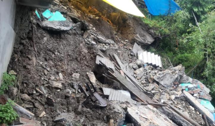 Landslide: कुल्लू के मलाणा में 4 रिहायशी मकान क्षतिग्रस्त, एक करोड़ का नुकसान