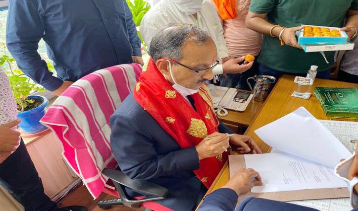 राज्य वित्तायोग के अध्यक्ष Satpal Satti ने संभाला पदभार, पूजा-अर्चना भी की