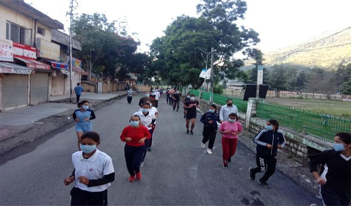 #NationalSportsDay: कुल्लू के ढालपुर मैदान में खिलाड़ियों ने लगाई दौड़