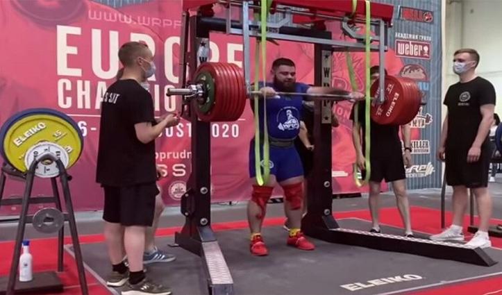 400 किलो का वजन उठा रहा था Weightlifter, तभी हुआ कुछ दर्दनाक