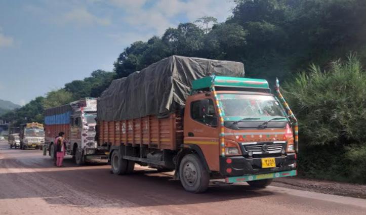 Mandi के सुंदरनगर में फोरलेन पर लगा लंबा जाम
