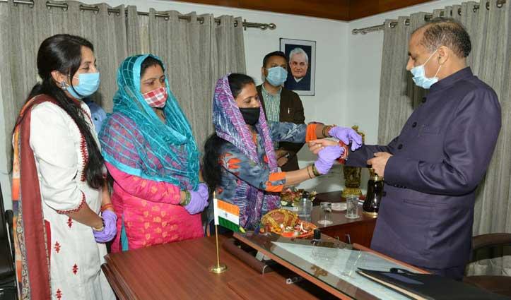 रक्षाबंधन के शुभ अवसर पर CM Jairam Thakur को इन बहनों ने बांधी राखी