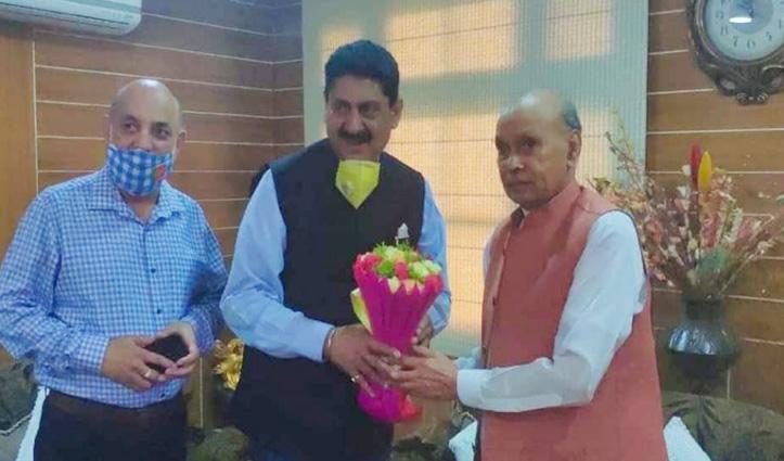 पठानिया ने शांता के बाद Dhumal से लिया आशीर्वाद