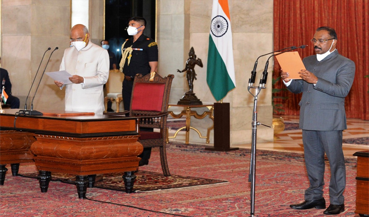 गिरिश चंद्र मुर्मू ने CAG के तौर पर संभाला कार्यभार; राष्ट्रपति भवन में ली शपथ