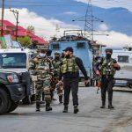 J&K: कुपवाड़ा में हथियार व गोला-बारूद के साथ एक आतंकी समेत पांच लोग गिरफ्तार