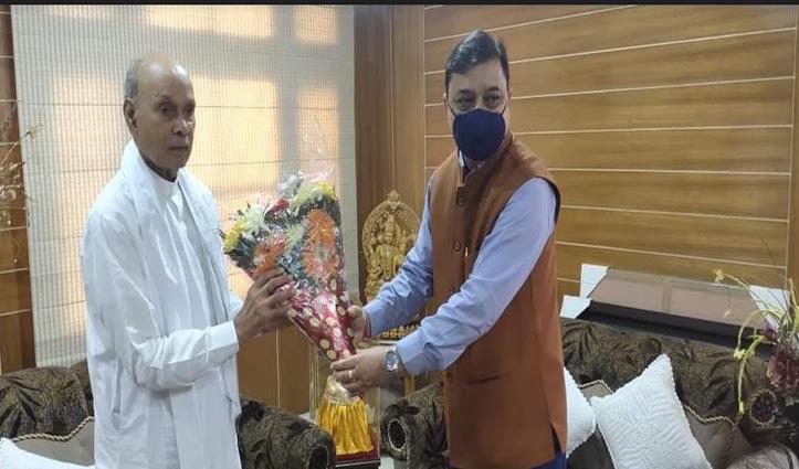 हमीरपुर में BJP की बैठक से पहले धूमल से मिल आए सुरेश कश्यप