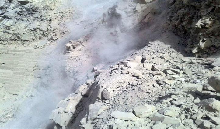 Kinnaur के मालिंग नाला में गिरी भारी चट्टान, NH-5 हुआ बंद, दोनों ओर लगी वाहनों की कतारें