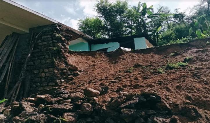 सुंदरनगर: भारी बारिश से हुआ Landslide, आंगन में लगाया डंगा जमींदोज, मकान पर भी खतरा