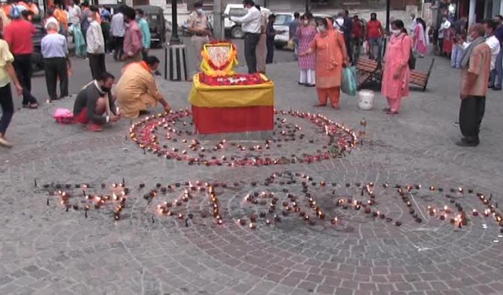 राम मंदिर भूमि पूजन पर छोटी काशी में जले सैंकड़ों दिए