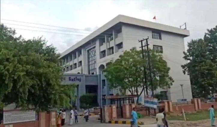 पंजाब में DC ऑफिस की छत से तिरंगा नीचे गिराया; फहराया गया खालिस्तानी झंडा