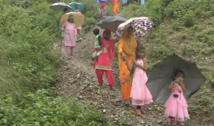 Hamirpur जिला का एक गांव जहां आज भी जिंदगी काले पानी से नहीं कम- जाने पूरा मामला