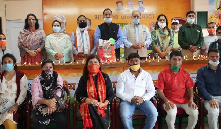 अयोध्या में राम मंदिर के शिलान्यास पर Himachal में जश्न, घी के दीये जलाकर बांटे जा रहे लड्डू