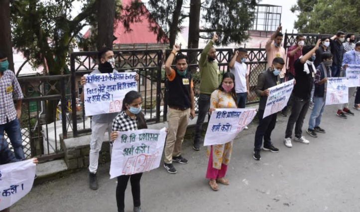 Shimla में एबीवीपी ने किया धरना प्रदर्शन