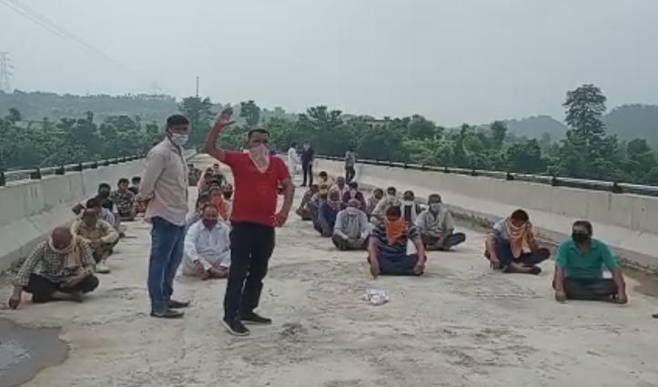 Sirmaur: समय पर पुल का निर्माण ना होने पर भड़के ग्रामीण, सरकार को दे डाली यह चेतावनी