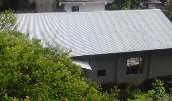 Solan: अर्की में पुराने बस अड्डे के पास लाखों रुपए से बना अंबेडकर भवन बना खंडहर