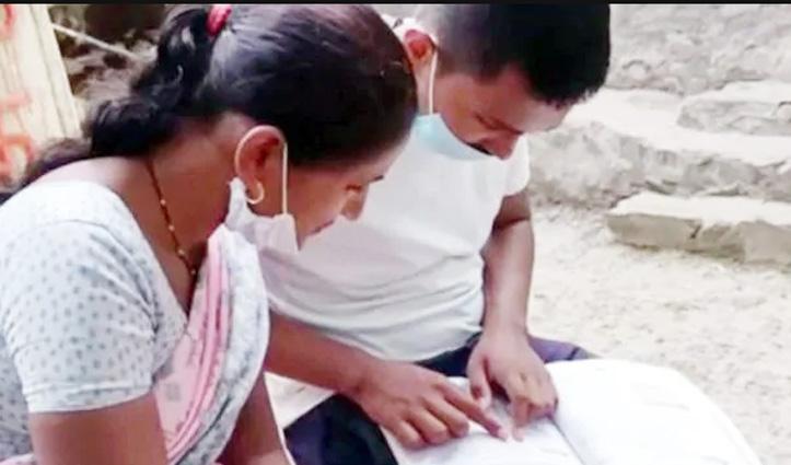 घर का काम और Job के साथ भी नहीं टूटा हौसला, महिला ने बेटे के साथ पास की 10th की परीक्षा