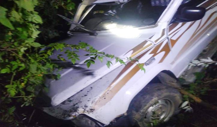 Sundernagar : जयदेवी के समीप खाई में गिरी गाड़ी, दोहते के साथ सवार जलशक्ति कर्मी घायल