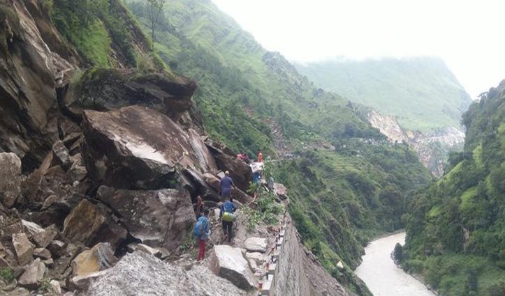 उत्तराखंड: बाढ़ में डूबे मंदिर, गांव पर गिरे पहाड़; देखें तबाही के Live  वीडियो और तस्वीरें