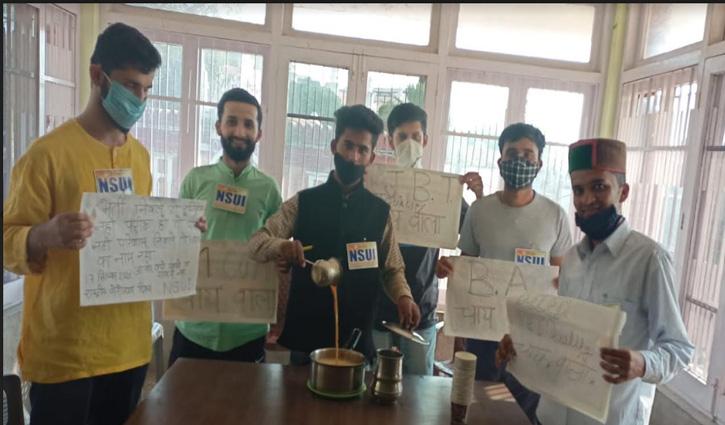 NSUI ने बेरोजगारी दिवस के रूप में मनाया मोदी का जन्मदिन, सड़कों पर बेची चाय