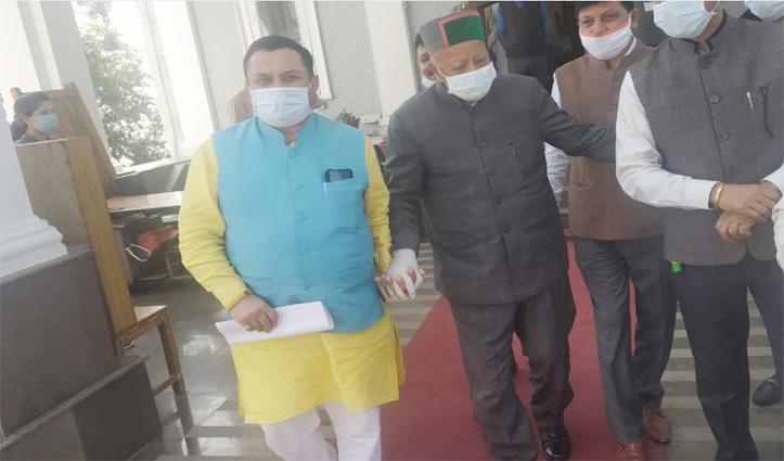 पूर्व सीएम वीरभद्र सिंह भी पहुंचे आज