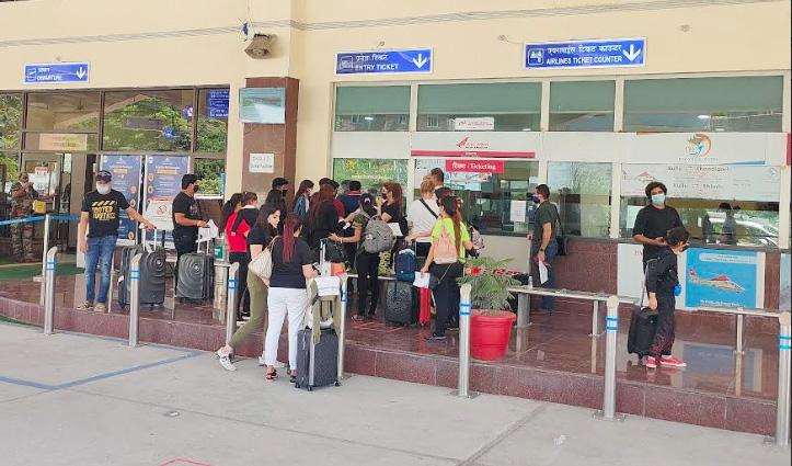 48 यात्रियों को लेकर भुंतर पहुंचा Alliance India का प्लेन, चंडीगढ़ के लिए नहीं उड़ पाया
