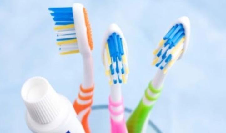 दांत साफ करते समय शख्स ने गलती से निगला Toothbrush, सर्जरी कर निकलवाया