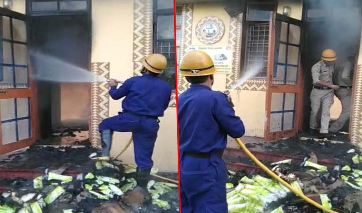 सिरमौर: कौलांवालाभूड़ में PHC में भड़की आग, दवाइयों सहित दरवाजे खिड़कियां भी जलीं
