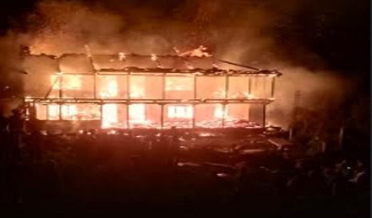 Kullu: मणिकर्ण घाटी में जला ढाई मंजिला लकड़ी का मकान, तीन परिवार बेघर