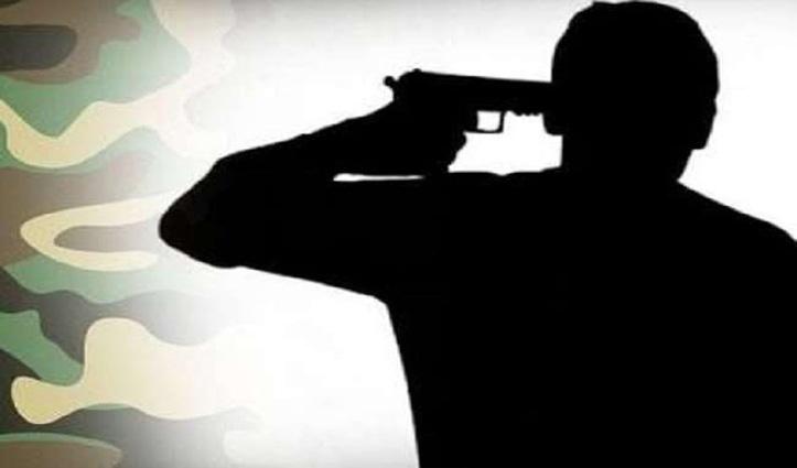Himachal में शराब के ठेके पर करता था काम, गोली से खुद को उड़ाया