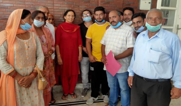 #Kangana की मां बोलीं: हम कांग्रेसी थे, पर मोदी सरकार से मिली मदद के बाद BJP समर्थक हो गए